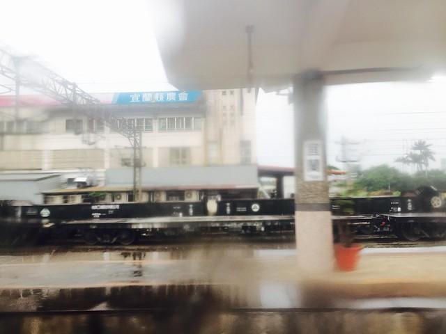 外面下大雨
