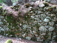 Confluence Carciara/Velacu : les caseddi d'Aragali avec des murs encore bien hauts