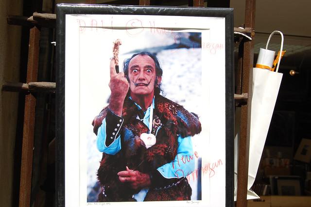 Stolz und selbstbewusst: Salvador Felipe Jacinto Dalí i Domènech, kurz: Salvador Dalí genannt - Reihe: Schaufensterfotos / Brigitte Stolle