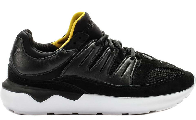 30 Sneakers You Wouldn't Expect to Be on Sale Right Now 3
