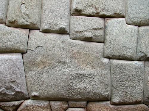 Piedra de los doce ángulos en calle Hatum Rumiyoc