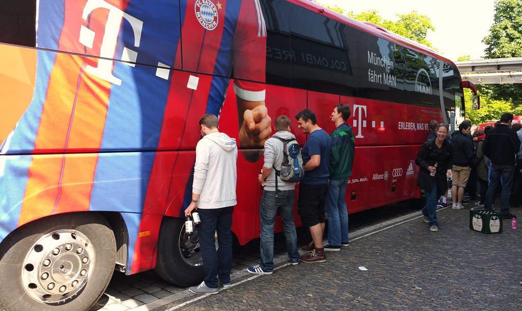 freiburg fans urinates on fc bayern team bus fake flickr. Black Bedroom Furniture Sets. Home Design Ideas