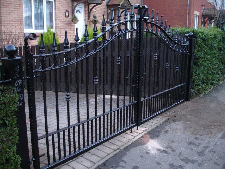 Hammered bar gates favia metalworks flickr for Driveway gates online