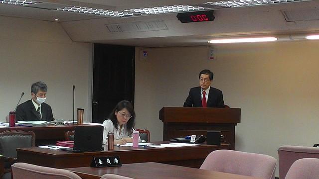 病後首赴立院、環保署署長魏國彥最後一次接受備詢。攝影:林倩如。