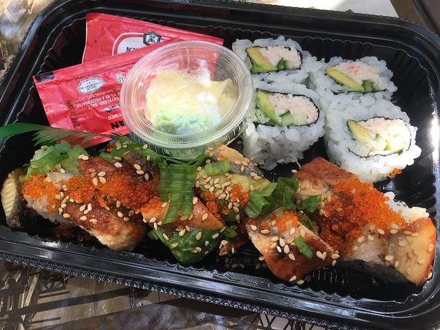 Dragon roll & California roll - Tokyo Express
