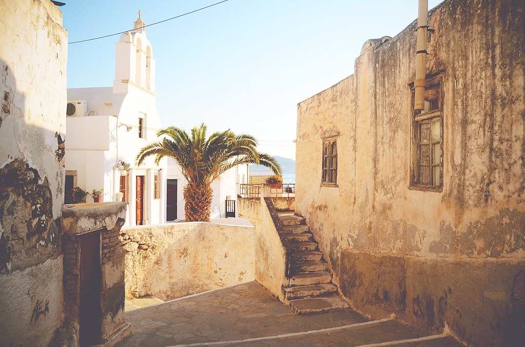 The old town (Chora) of the island Naxos, Greece | via It's Travel O'Clock