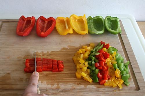15 - Paprika würfeln / Dice bell pepper