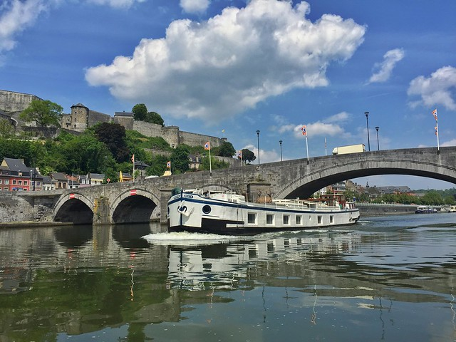Namur desde el río Mosa (Valonia, Bélgica)
