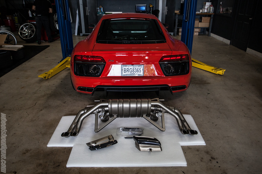 Akrapovič Details On Official Release Of The 2016 Audi R8 V10