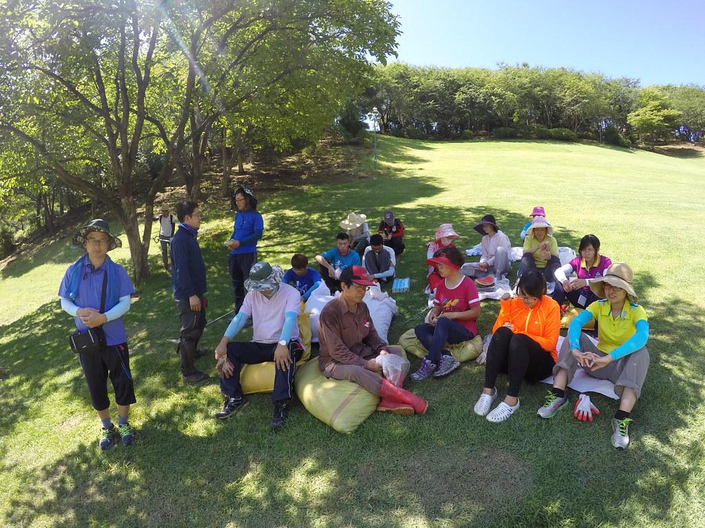攝理教會弟子陽光草坪