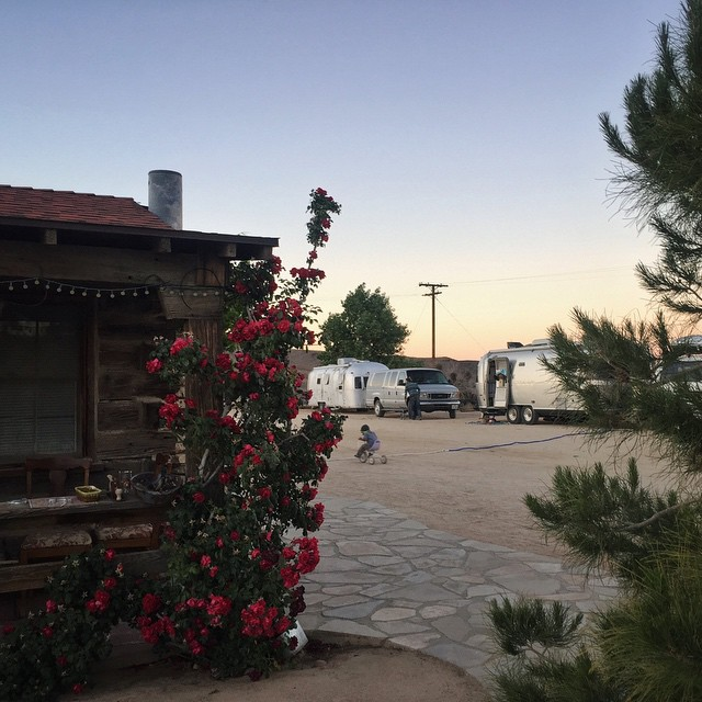 Thanks for the glowing desert sunsets and incredible shooting stars, @pioneertownmotel. Until next time!!