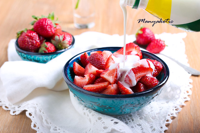 Sliced strawberry in a bowl