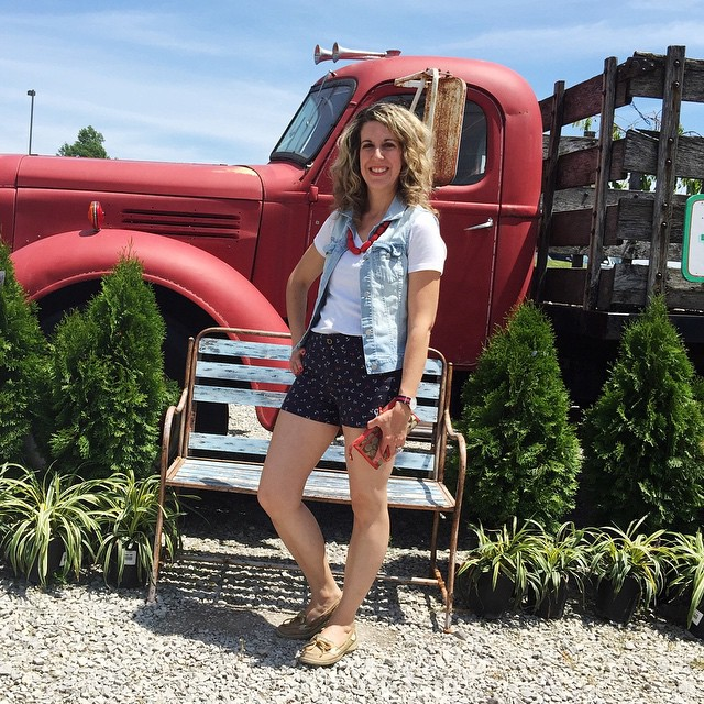Think I might just wear ❤️red❤️ ⚪️white⚪️ and 💙blue💙 all weekend! Hope y'all are enjoying the long holiday weekend! 👌 #redwhiteandbluefashion #anchorshorts #iwantaredtruck #denimvest #out
