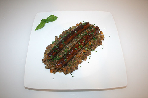 50 - Fried sausage coated with fig balsamic vinegar on lentils / Bratwurst mit Feigen-Balsamico-Glasur auf Linsengemüse - Serviert