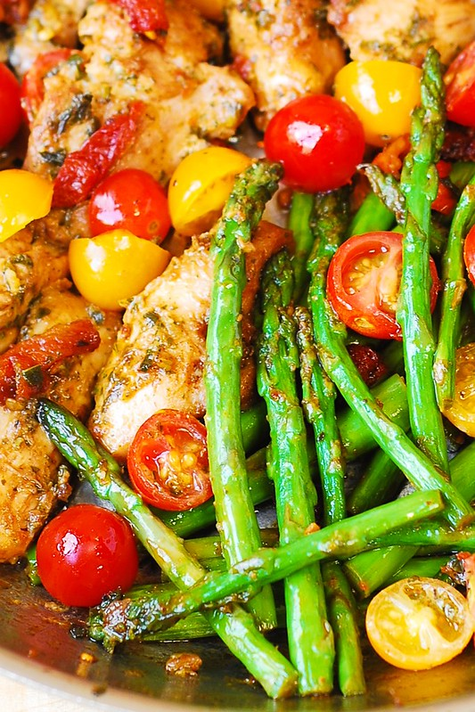how to cook chicken, chicken thighs with vegetables, chicken with tomatoes and asparagus, basil chicken with vegetables