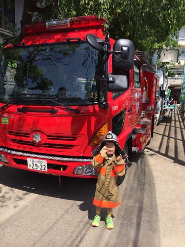 防火服で記念撮影 - えびすふれあい広場2015