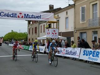 Stéphen GUEVEL (équipe Côte d'Armor Cyclisme), Valentin DEVERCHÈRE (CR4C Roanne) et Paul OURSELIN (Vendée U.)