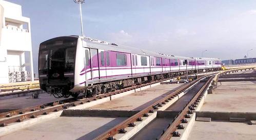 ภาพรถไฟฟ้าสายสีม่วง