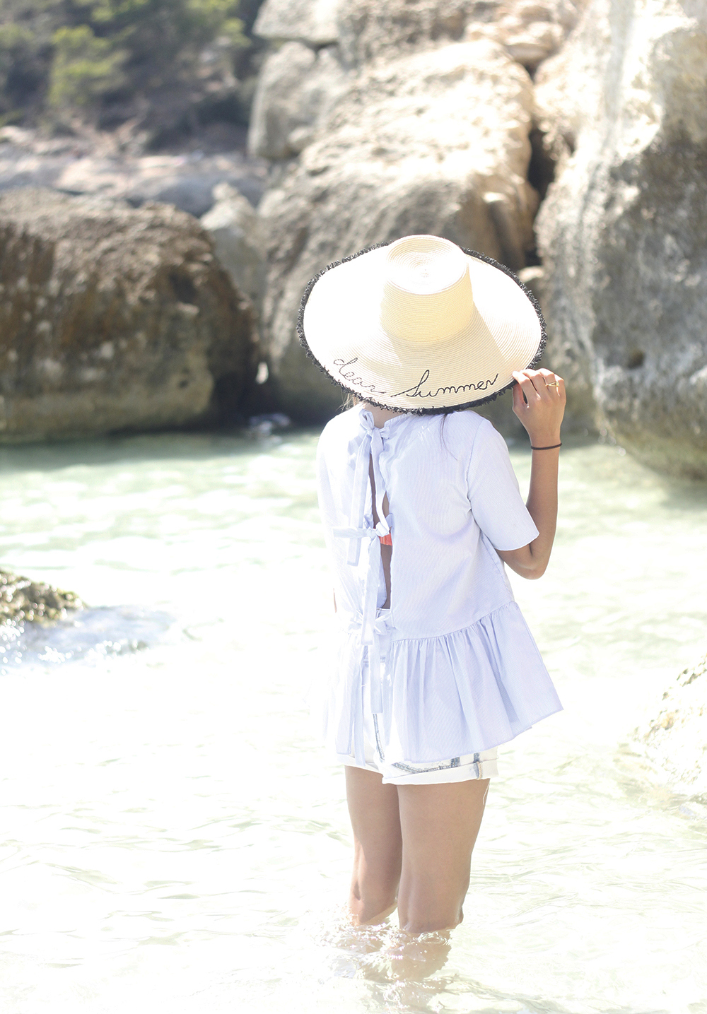 beach outfit blue blouse with bows shorts hat sunnies summer fashion style01