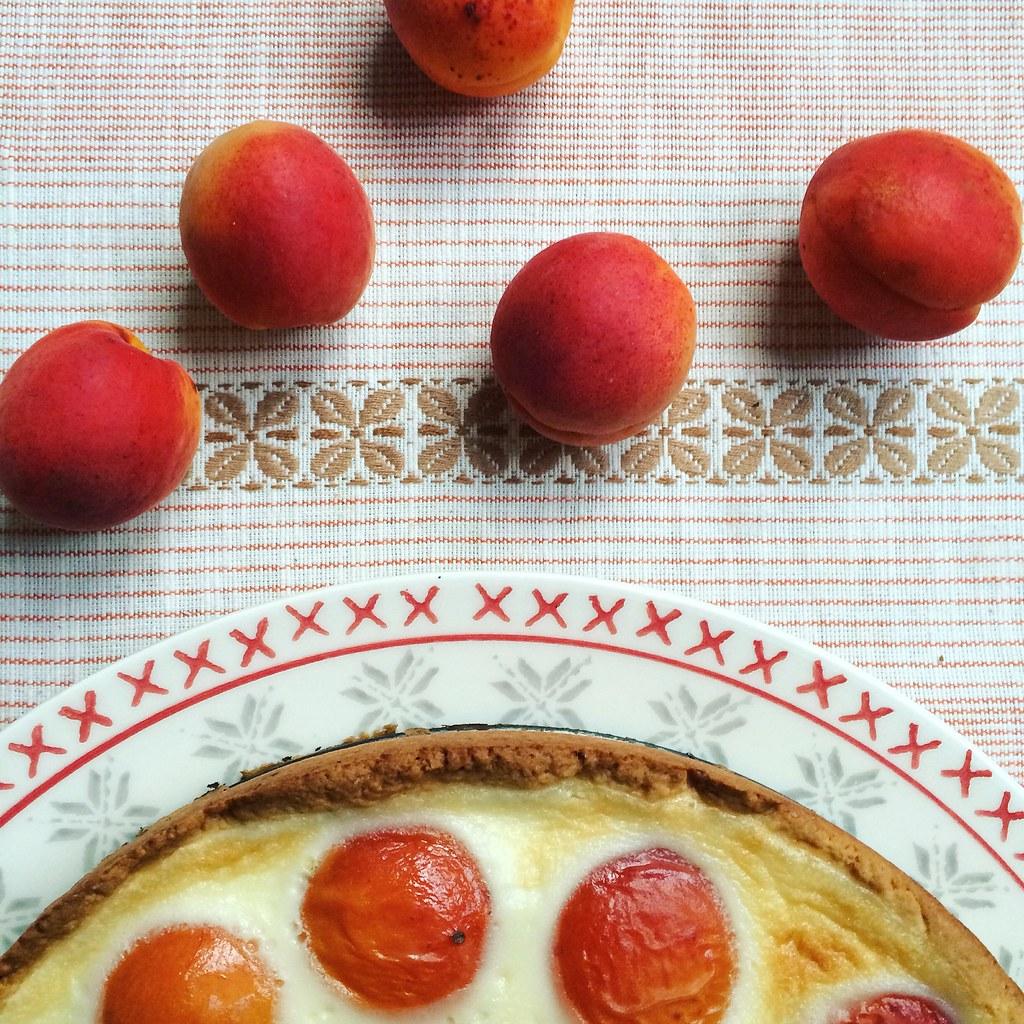 абрикосы в пироге