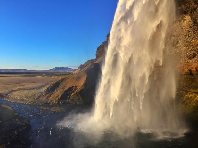 Seljalandsfoss (Una de las cascadas más bonitas de Islandia)