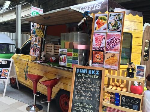 2015-05-01 Food truck BKK (16)