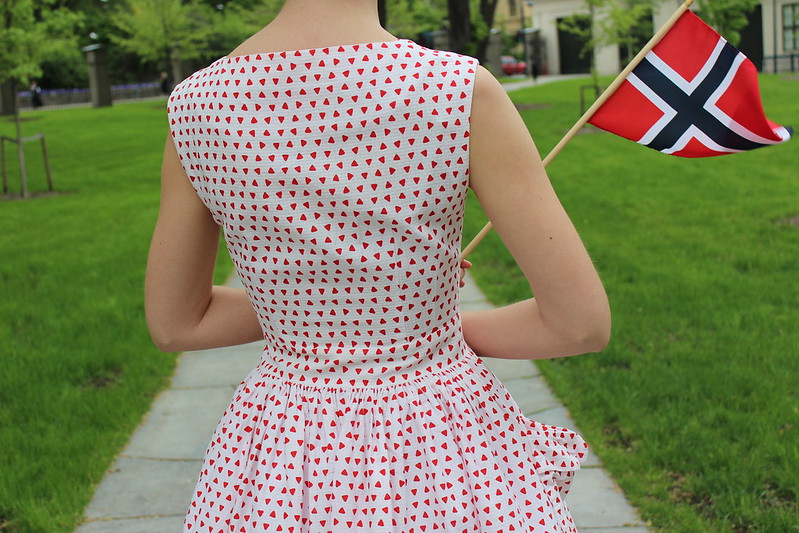 Poofy pocket dress