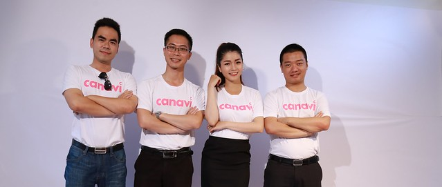Nguyen Hoang Hai (second from left) with his team while filming a promotion video for Canavi.vn