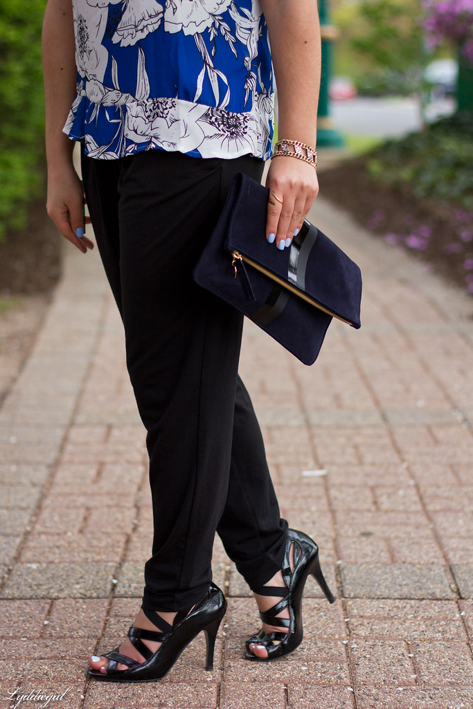 floral blouse, joggers, navy foldover clutch-7.jpg