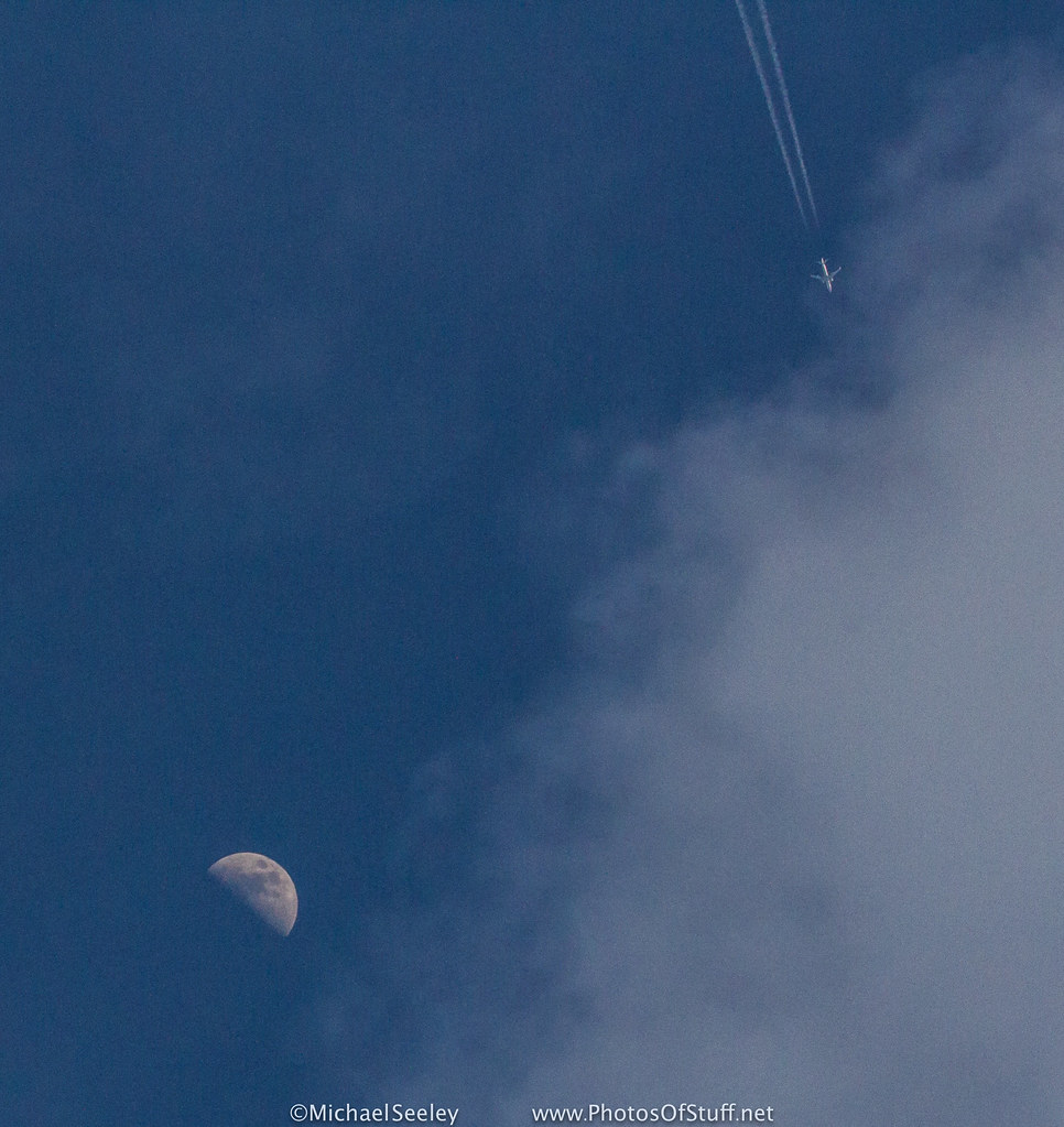 Moon Cloud And 737 This Is The Memorial Day First