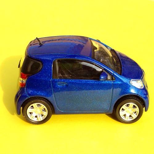 Hongwell Cararama 1:43 - Toyota IQ