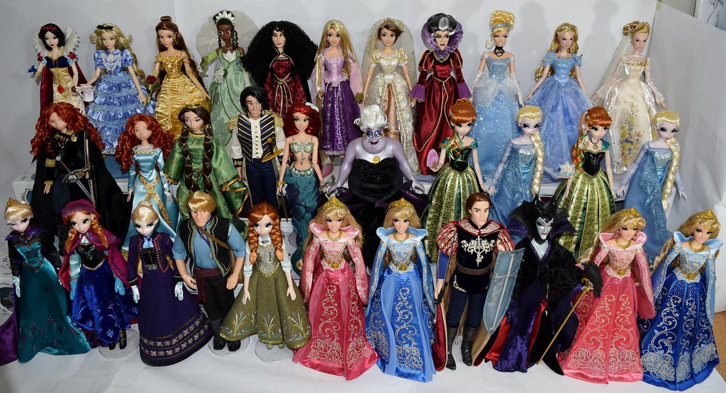 My Disney Store Limited Edition 17 Princess Dolls 2015