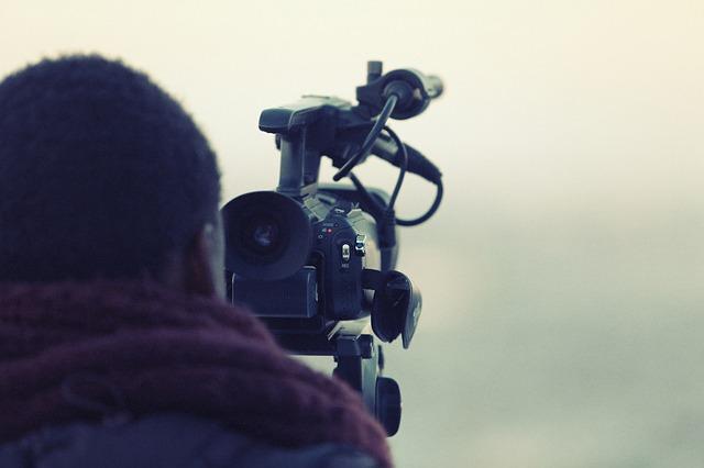 videographer-698667_640