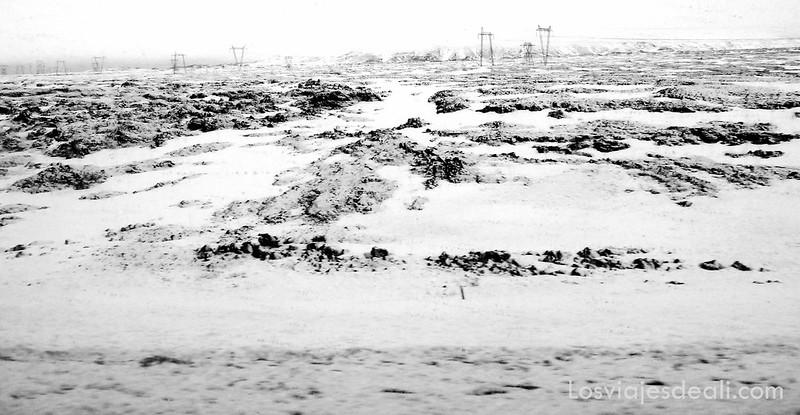 paisaje blanco de Islandia, donde la tierra se confunde casi con el cielo