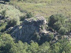 Les gros bloc rocheux à l'extrémité de la crête horizontale