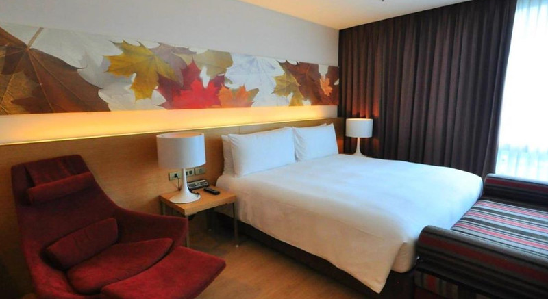 glow pratunam hotel room