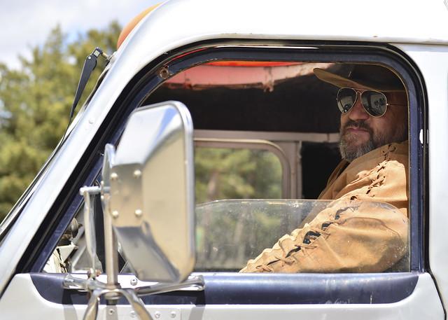 Fran Maruenda montado en Moby Dick, su camión