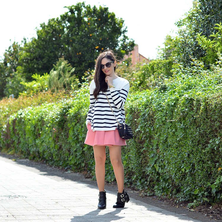 zara_ootd_outfot_navy_stripes_shorts_botas_como_combinar_04