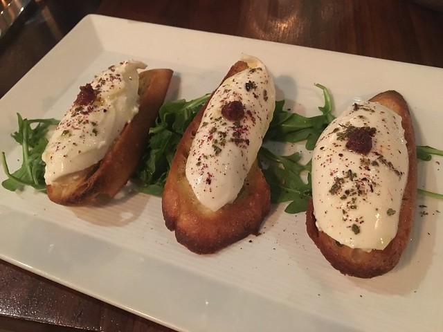 Burrata crostini - Lark