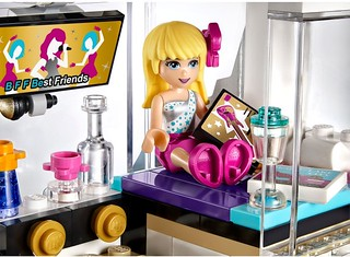 LEGO Friends 2015: 41106 - Pop Star Tour Bus
