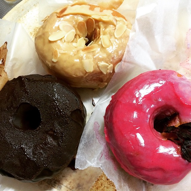 dough doughnut morning🍩, wish they had packed these nicer, glaze got smooshed😳. luckily I had these in the fridge overnight, ☕️dulce de leche, chocolate salted caramel & hibiscus♡ #doughdoughnuts #nyc #osaka #breakfast #coffee #japa