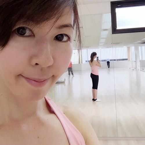 銀座の太極拳スタジオ #taichi #ginza #fitness #diet #beauty #china #girl  「タイチスタジオ」は   東京・銀座にある太極拳のスタジオで   レッスンを受ける方が多くてびっくりしています   太極拳には  さまざまなヘルスケアができ  ダイエット効果もあるそうです  身体の有酸素能力と新陳代謝を高める効果があるといわれている「TAI CHI タイチ」には  定期的に行うことでBMI値が減少し  ウエストまわりがすっきりと美しく感じられるそうです  とてもゆ