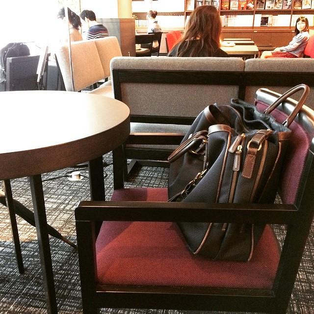 dear MIA salaryman, you should pay me for watching your bag for the past half hour...oy! #tsutaya #lucua1100 #osaka #krazysalaryman