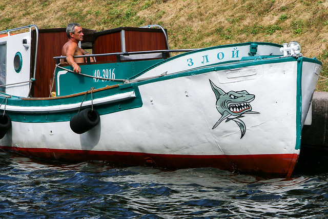 Cool guy on the cool boat, Saint Petersburg, Russia サンクトペテルブルク、かっこいいオヤジとボート