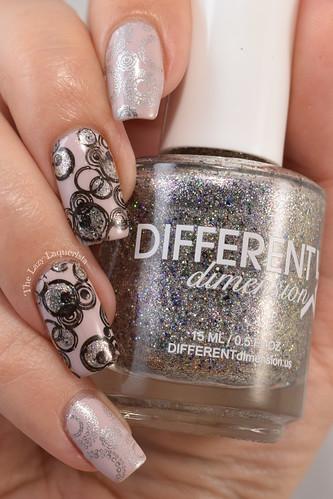 Circle stamped nail art