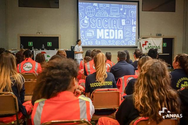 Anpas Liguria - Comunicare (sui social) fa male?