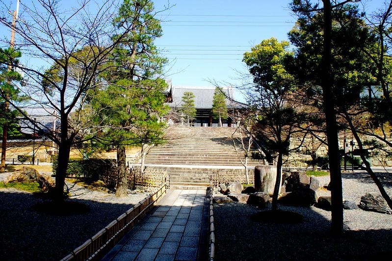 山門から見た御影堂(大殿)/金戒光明寺(Konkai Komyo-ji Temple / Kyoto City) 2015/03/17