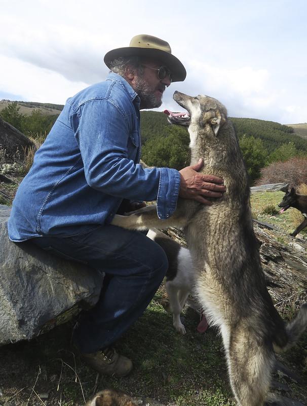 Fran Maruenda con mentiroso, el perrito al que bautizaríamos con el nombre del blog
