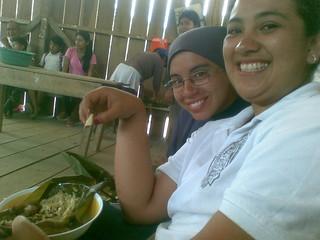 Hna Kelly y Jazmina en el Puyo