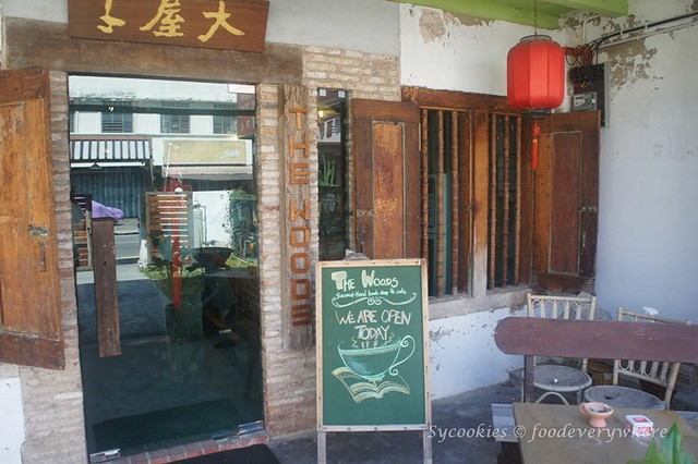 3.woods second hand book shop and cafe melaka (4)